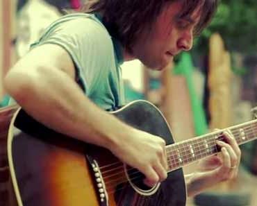 Photo of guitarist Miguel RIvera.