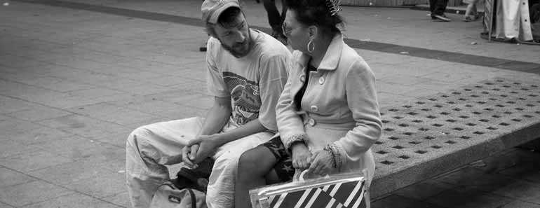Photo of two people having a conversation. Frank Lindecke / Flickr / CC.